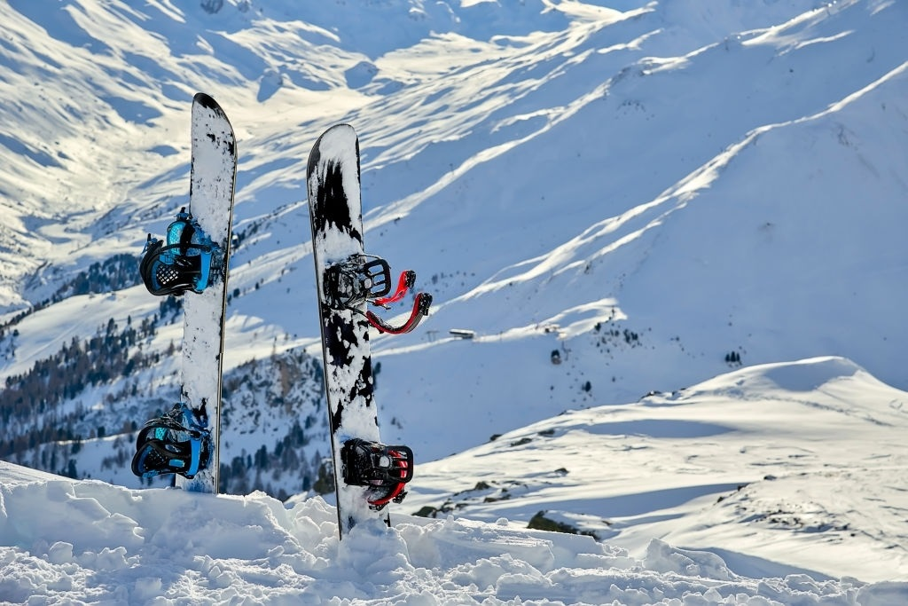 Best-Snowboards-for-Buttering-1