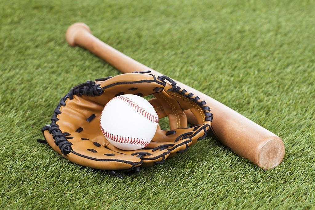 Best-Slow-Pitch-Softball-Gloves-Reviews