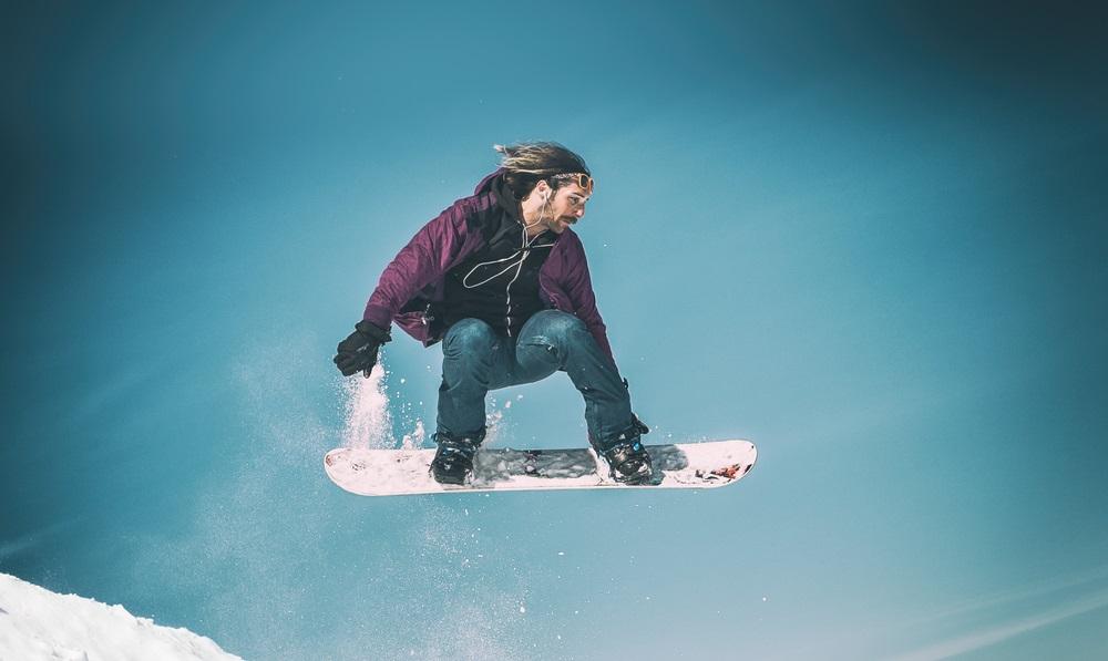 5 Best Headphones for Snowboarding